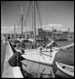 File 42: [Hobart Waterfront, 1947] / photographed by Max Dupain