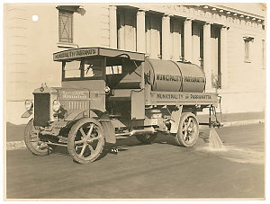 Series 01: Photographs of trucks and vans, ca. 1920-1980 : AEC - Albion