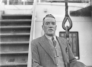 """Ship arrival of Bill Szarka, """"King of Newtown"""", who owned Enmore Theatre"""