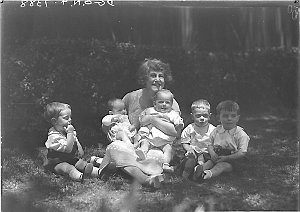 Musical comedy star Dorothy Brunton with five small children