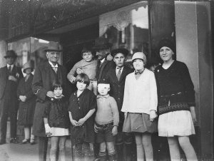 Children at matinee [outside the Empire Theatre, Sydney]