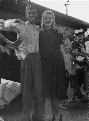 Arrival of German raider victims at Central Railway Station from Queensland,  met by Governor General and Lady Gowrie