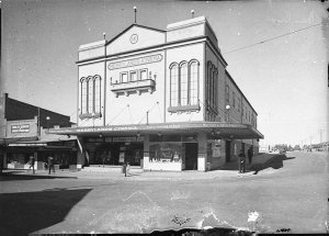 Merrylands Kinema: exterior by day