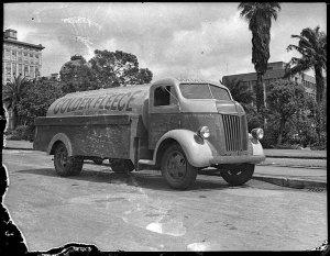 """Golden Fleece Ford petrol tanker of H.C. Sleigh """"Spirit of Newcastle"""""""