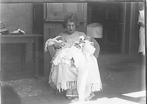 Musical comedy star Dorothy Brunton with two babies