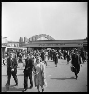 File 04: Manly Wharf commuters, Circular Quay, 1940s / photographed by Max Dupain