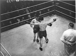 Referee Joe Wallis, boxing at the Stadium, Jim Kelso v Joe Ghnouly