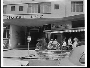 Rex Hotel terrace, Macleay Street, Potts Point