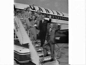 E.R. Squibb & Sons (family) board Qantas 707 flight, Mascot