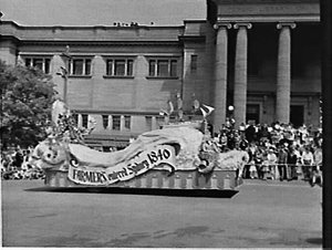 1961 Waratah Spring Festival parade passing the Public Library of NSW