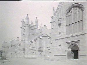 Sydney Uni showing doorway Great Hall & part of University front