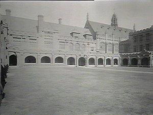 Sydney University: the quad, looking west