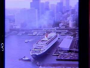 Arrival of QE2 in Sydney