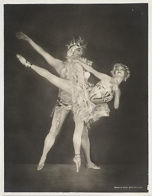 Anna Pavlova and male partner in unidentified ballet / photographer Becker & Maass, Berlin W.9, ca. 1926