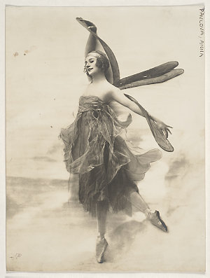 Anna Pavlova in The Dragon fly, 1914-1916 / unknown photographer