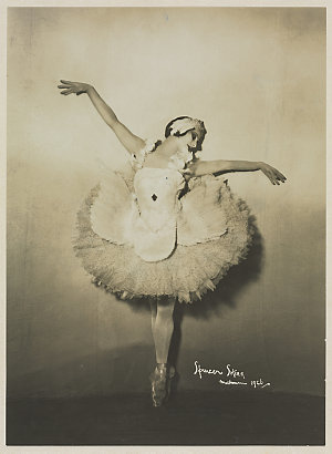 Anna Pavlova, as the Dying Swan / Spencer Shier, Melbourne, 1926