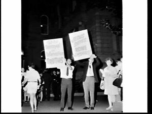 Protestant protesters against Catholicism, third day, Australian tour of Pope Paul VI