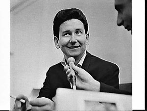 Roy Orbison interviewed without his trademark sunglasses, Mascot
