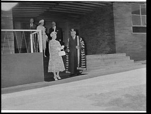 Elizabeth the Queen Mother unveils a plaque at the Research Institute for Mothers and Babies, Sydney University