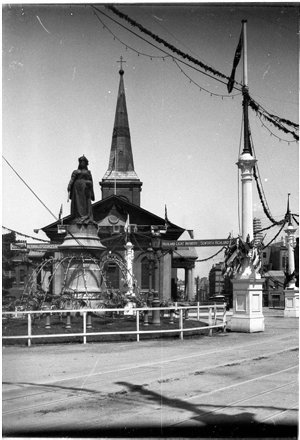 Queen Victoria statue and St James Church, Queen's Square, decorated for Federation Celebrations