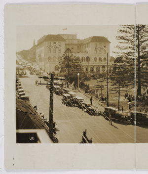 Coogee Beach, 16 November 1929 / panoramic photograph by E. B. Studios, 309 George St., Sydney
