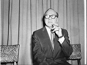 Jack Benny, Carlton Rex Hotel