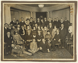 Group portrait taken at a luncheon to welcome violinist Fritz Kreisler to Sydney, 1925