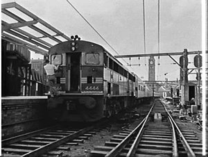 Railway commissioners inspect the new Sydney-Melbourne express, the Southern Aurora, Central Station, Sydney