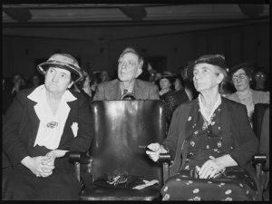 Housewives Association meeting on bread prices - Assembly Hall, 20 December 1938 / photographed by Ray Olson