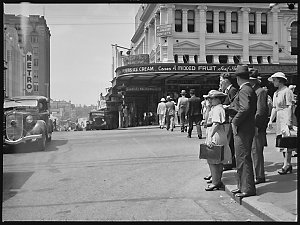 Brisbane trams and traffic, 7 March 1938 / photographed by Ray Olson