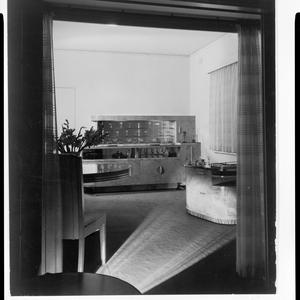 File 01: Darjoa or George Edwards flats, Longworth Avenue, Potts Point, night shot, ca. 1938? / photographed by Max Dupain