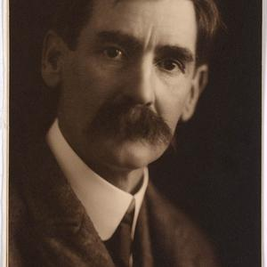 Item 122f: Henry Lawson / [studio portrait by] May Moore
