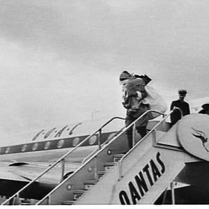 Santa Claus arrives on a BOAC Comet 4, Mascot