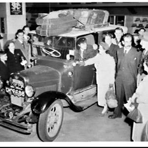 Old London taxi driven to Australia and on display in David Jones