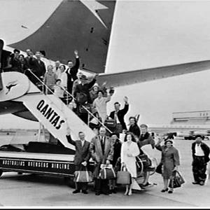 Group of Ulster Society members from New Zealand boards a BOAC Boeing 707, Mascot