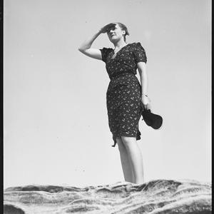Windy weather series, 15 December 1938 / photographed by Alec Iverson
